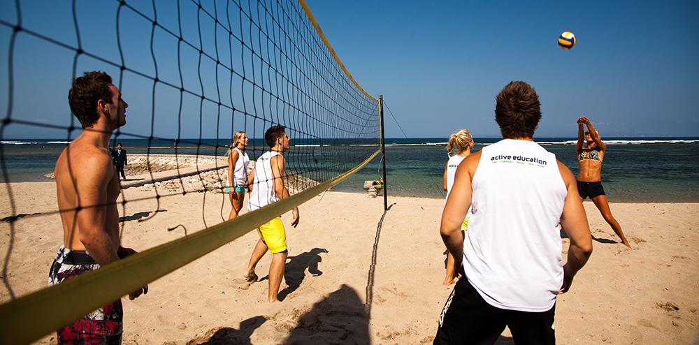 Stranden nedenfor Active Education's skole på Bali